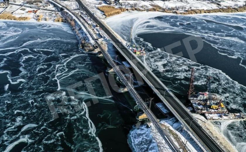 В сети появились зрелищные фото моста под Никополем