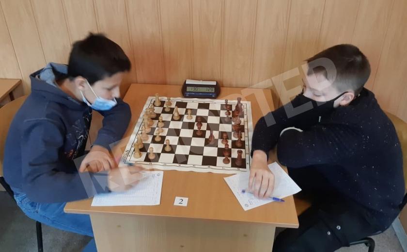 Никопольчанка и криворожанин стали лучшими шахматистами Днепропетровщины