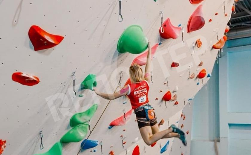Никопольчанка Алина Щигарева стала чемпионом по скалолазанию
