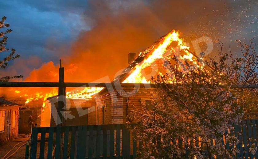 Под Никополем пламя оставило людей без крыши