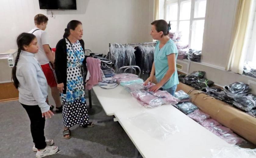 В Никополе дети социально-незащищенных категорий получили школьную и спортивную форму на 225 тыс. грн.