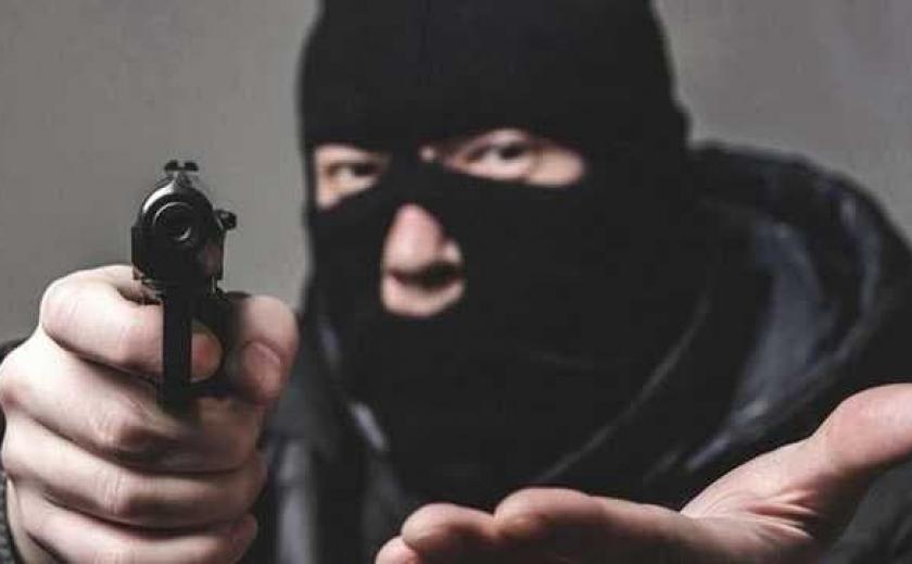 В Никополе мужчина ограбил ломбард с помощь зажигалки