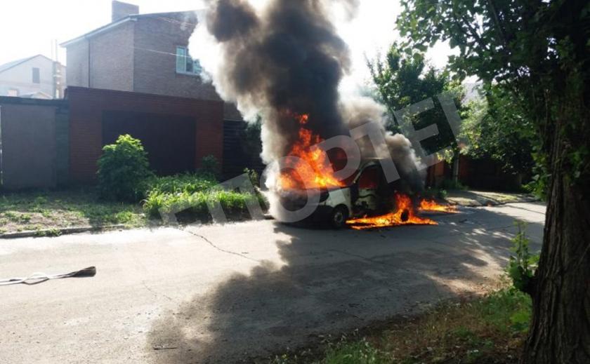 В Никополе неизвестный сгорел заживо в машине