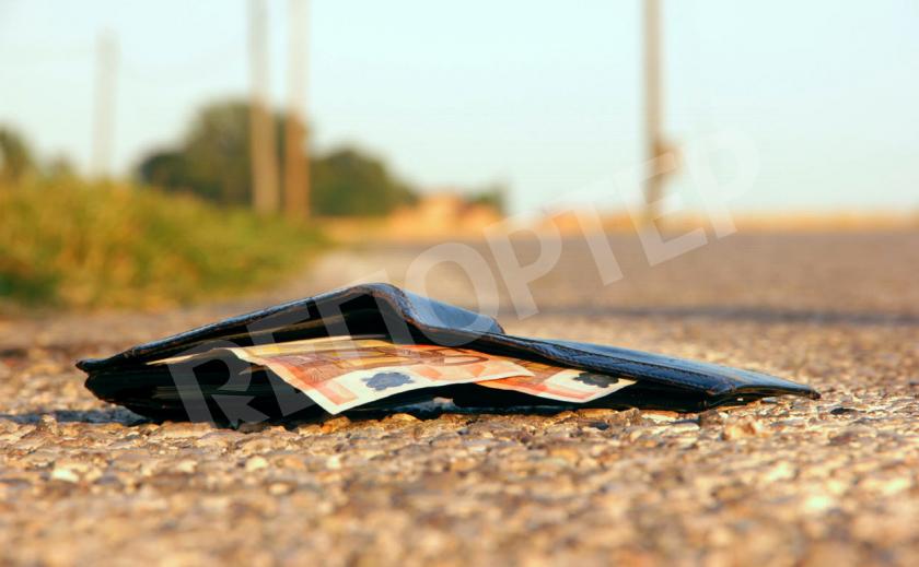 Помогите найти! Возле АТБ в Никополе девушка потеряла кошелек